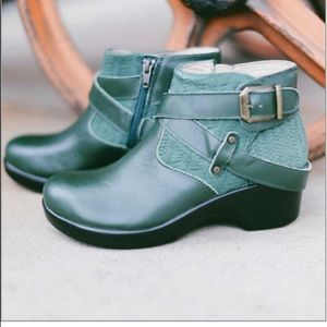 Alegria Women's Green Boots!
